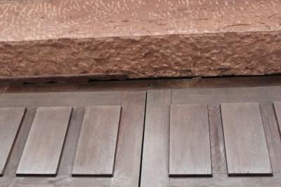 Riss oben am Seiteneingang